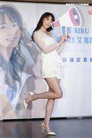樂天女孩艾璐AIRU出版《YOU ARE MY 艾》寫真書,卓君澤、朱琦郁出席力挺。(圖/記者楊澍攝影)