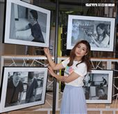 任家萱Selina擔任攝影志工鼓勵陽光學弟妹。(記者邱榮吉/攝影)
