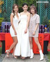 演員拐拐、李千那、黃沐妍出席「山中森林」開鏡儀式。(記者邱榮吉/攝影)
