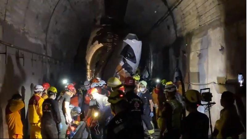 救援80小時!太魯閣號搶救現場曝、黑暗狹窄宛如人間煉獄
