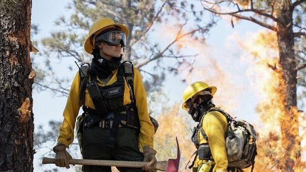 安潔莉娜裘莉主演新作《那些要我死的人》 躲避肆虐的野火