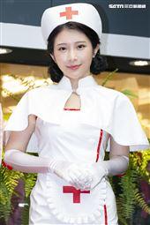 鄭家純出席《深夜保健室》簽書會記者會。(圖/記者楊澍攝影)