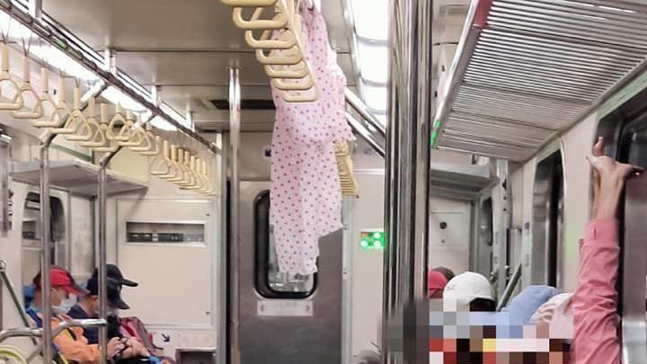 登山團體搭火車!車廂下秒竟變「曬衣場」…網吐翻:有味道