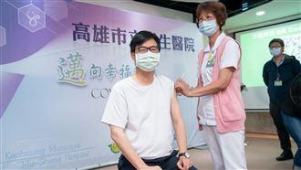 接種疫苗 陳其邁:針刺疼痛換保護力