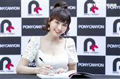 峮峮日文寫真書簽名會。(圖/記者楊澍拍攝)