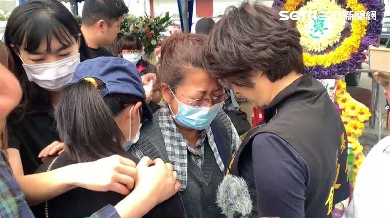 潘穎諄母靈堂大哭:很驕傲有這個兒子