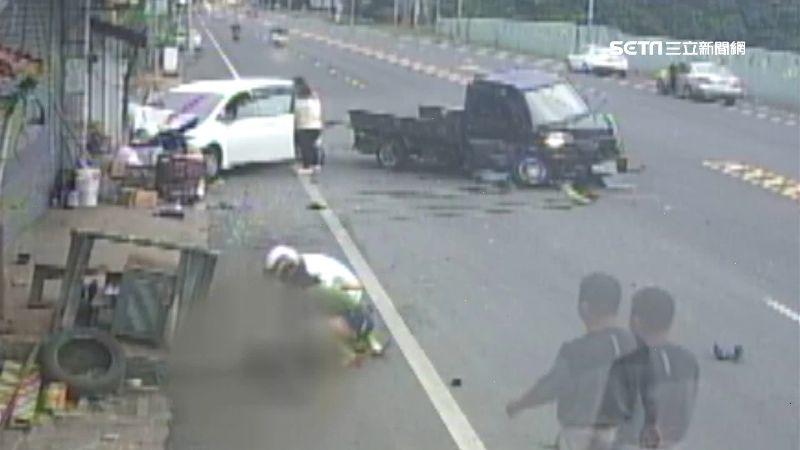 休旅車迴轉撞貨車 駕駛彈車外釀4傷