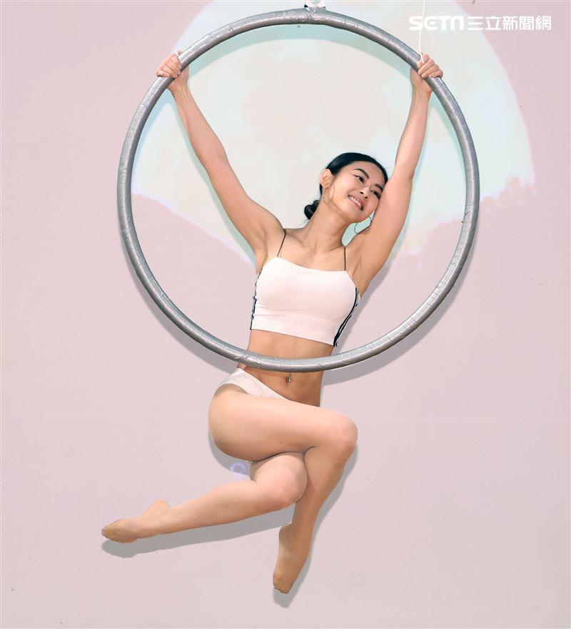 Miya夏米雅新書「四核心瑜珈」、「如瑜得水寫真文集」雙喜發表。(記者邱榮吉/攝影)