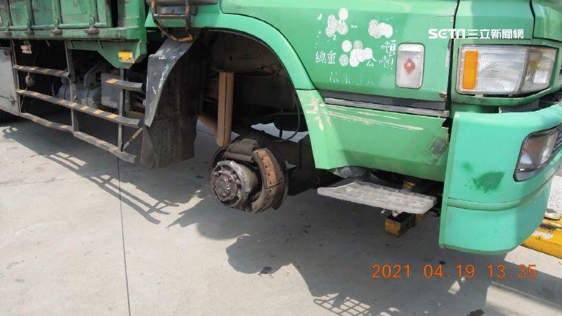 貨車輪胎噴飛滾下匝道 進口車慘遭殃