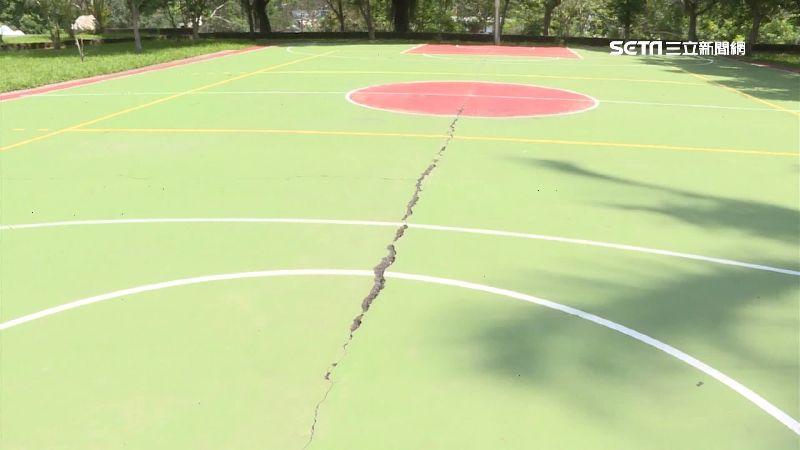 籃球場龜裂 418強震險毀水璉國小