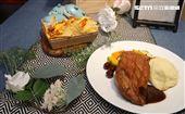 IKEA宜家家居内湖店限定餐點醬烤鴨胸佐櫻桃。(記者邱榮吉/攝影)