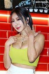 妞妞許寀菁單曲發表會,康康力挺站台。(圖/記者楊澍攝影)