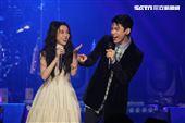 戲劇女神邵雨薇舉行《時光暫停》演唱會,林柏宏現身當嘉賓,一起合唱《私奔到月球》。(圖/記者楊澍攝影)