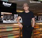 法比歐擔任私密保養品牌一日店長。(記者邱榮吉/攝影)