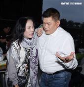 因紅包事件爆心結,澎恰恰、李亞萍同台錄製三立「超級夜總會」相見歡。(記者邱榮吉/攝影)