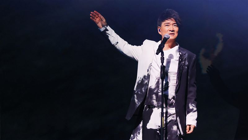 晚40分鐘開唱 周華健突道歉歌迷