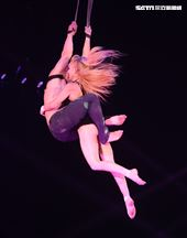 美國大馬戲團(Le Grand Cirque)表演繩索特技。(記者邱榮吉/攝影)