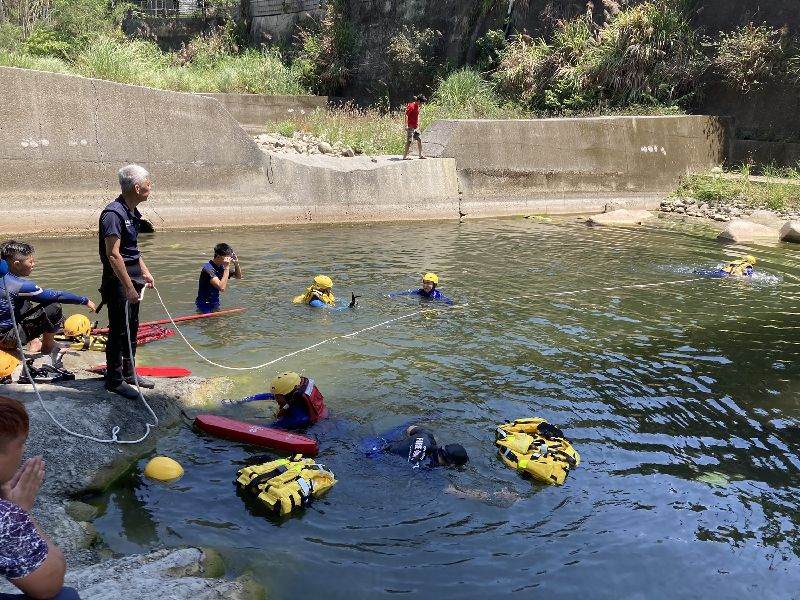 Re: [新聞] 台中7歲男童溺斃 相驗結果出爐「腿部無