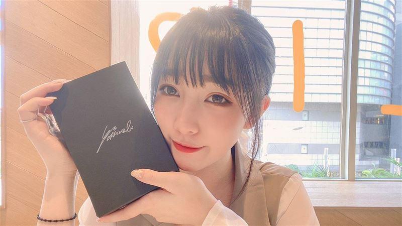 獨/甜美實況主劉萱推「香水」秒賣光