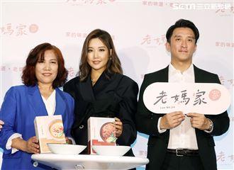 A-Lin和媽媽、姐夫難得同台。(記者邱榮吉/攝影)