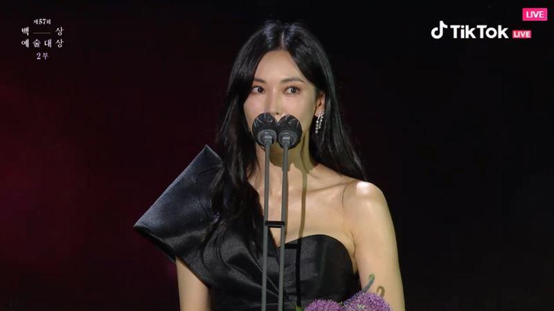 百想/《上流戰爭》金素妍奪視后哭了