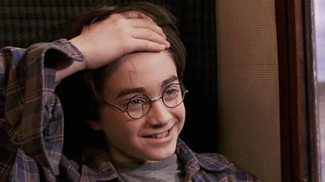 哈利的疤為何是閃電?答案讓人笑翻