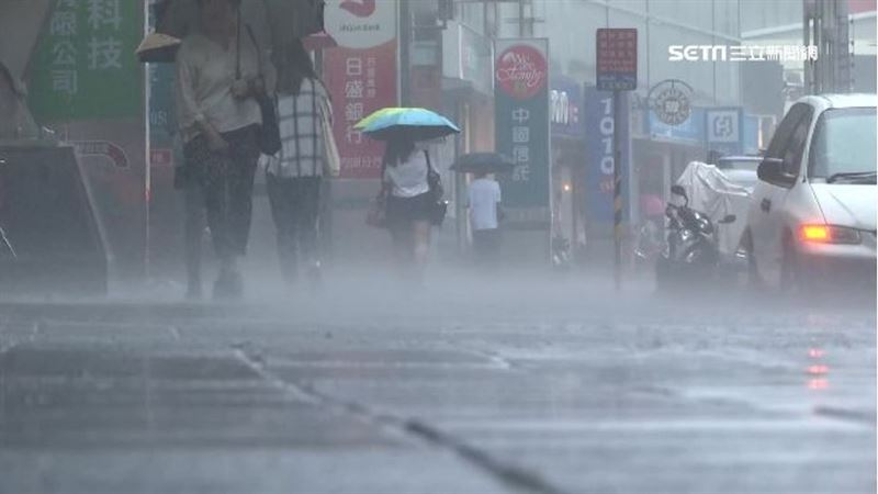 西南氣流挾猛烈雨彈 南高屏豪雨特報