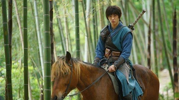 蕭子墨親自騎馬上陣挑戰水底憋氣演出