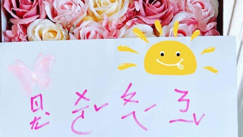 林心如曬女兒塗鴉!注音文幫台灣加油 粉絲大讚:被暖到了