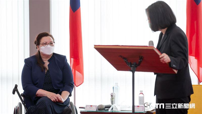 獨/民主很珍貴!美議員達克沃絲 董座曝她私下這樣挺台灣