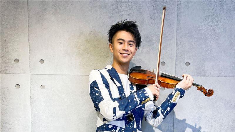 廖柏雅挖傳家寶 驚見107年小提琴