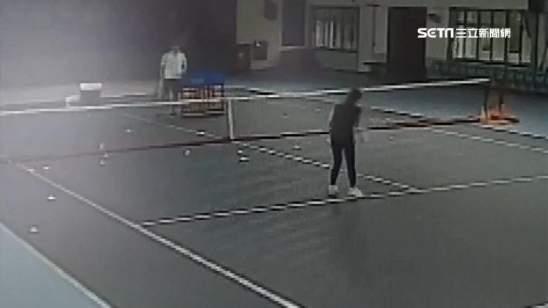 獨家/不甩防疫!板橋國光國小校長秀兩手 無罩開打網球賽