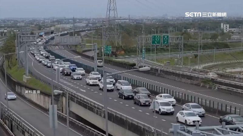 就要讓你不方便!國道端午總量管制 匝道紅燈長達35秒