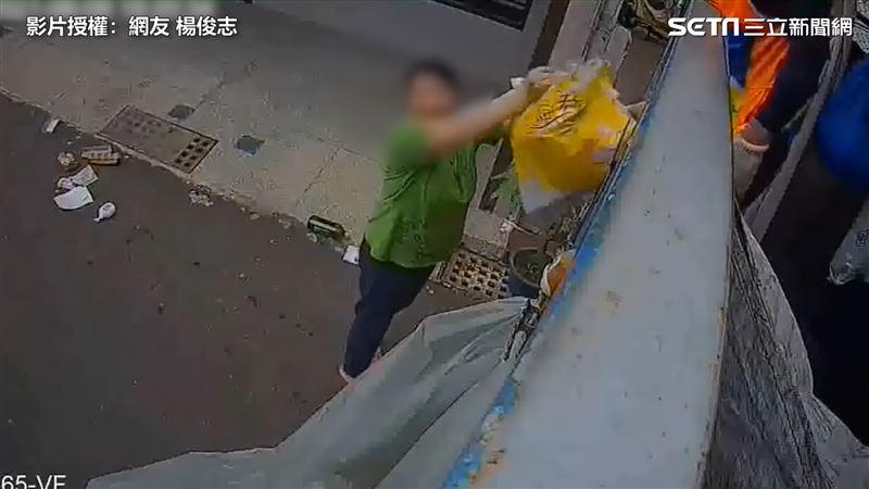 大媽倒垃圾用甩的 玻璃險砸清潔員