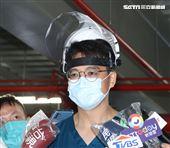 亞東醫院指揮官林子玉醫務秘書接受媒體聯訪。(記者邱榮吉/攝影)