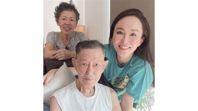 范文芳慟失81歲父親 憔悴現身靈堂