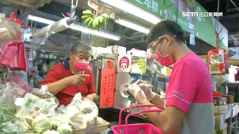 外送業者foodpanda進駐北市市場 蔬果肉品送到府