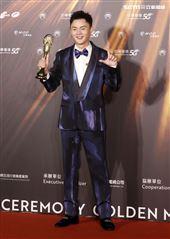 許富凱獲得金曲32最佳台語男歌手獎。(記者/邱榮吉/攝影)