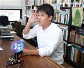 謝哲青出旅遊書三立新聞網專訪。(記者邱榮吉/攝影)