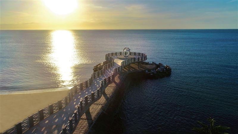 新景點!「北海岸最美伸展台」看夕陽