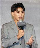 奧運柔道銀牌楊勇緯出席嘉裕西服代言發表。(記者邱榮吉/攝影)