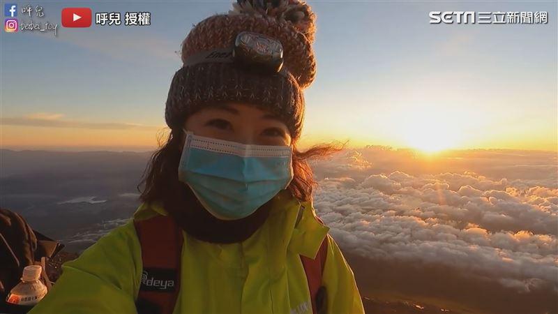 台灣女生登富士山 日出雲海盡收眼底