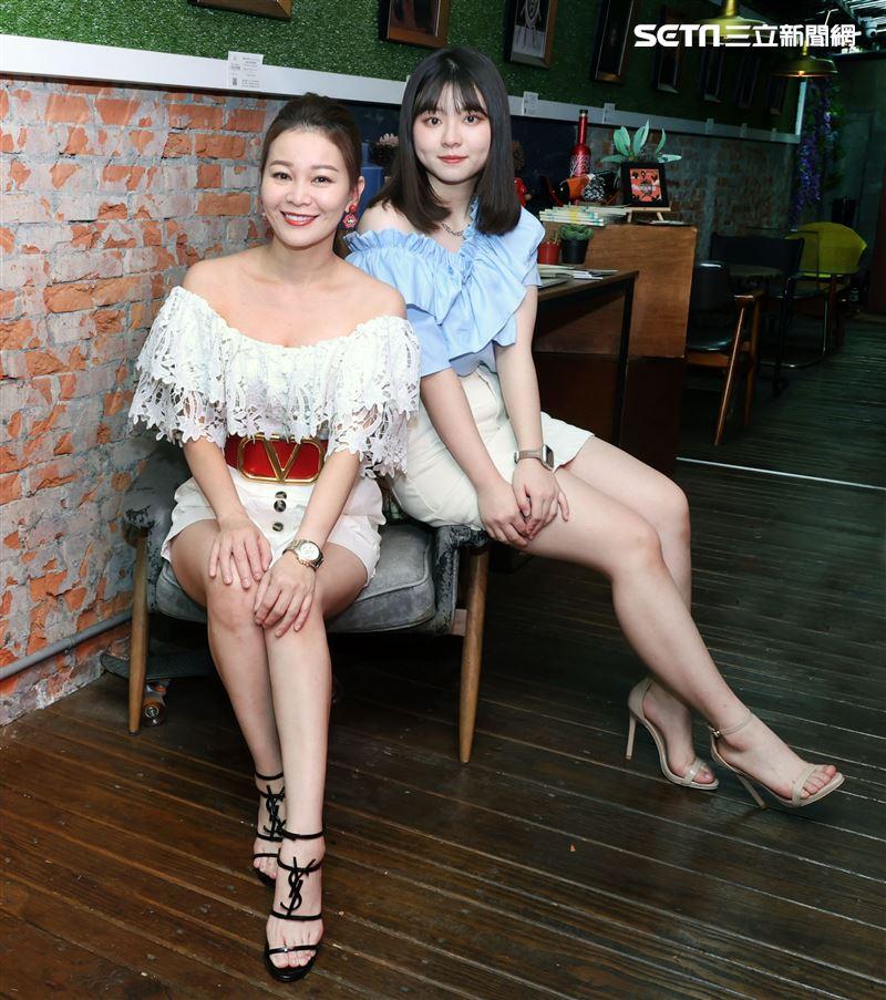 謝宜君與校花女兒陳欣妤三立新聞網專訪。(記者邱榮吉/攝影)