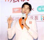 「俗女2」中藥行三代嘉明宋偉恩雞精活動。(記者邱榮吉/攝影)