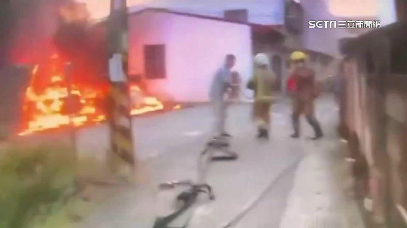 汽機車燃燒成火球 波及民宅3人逃